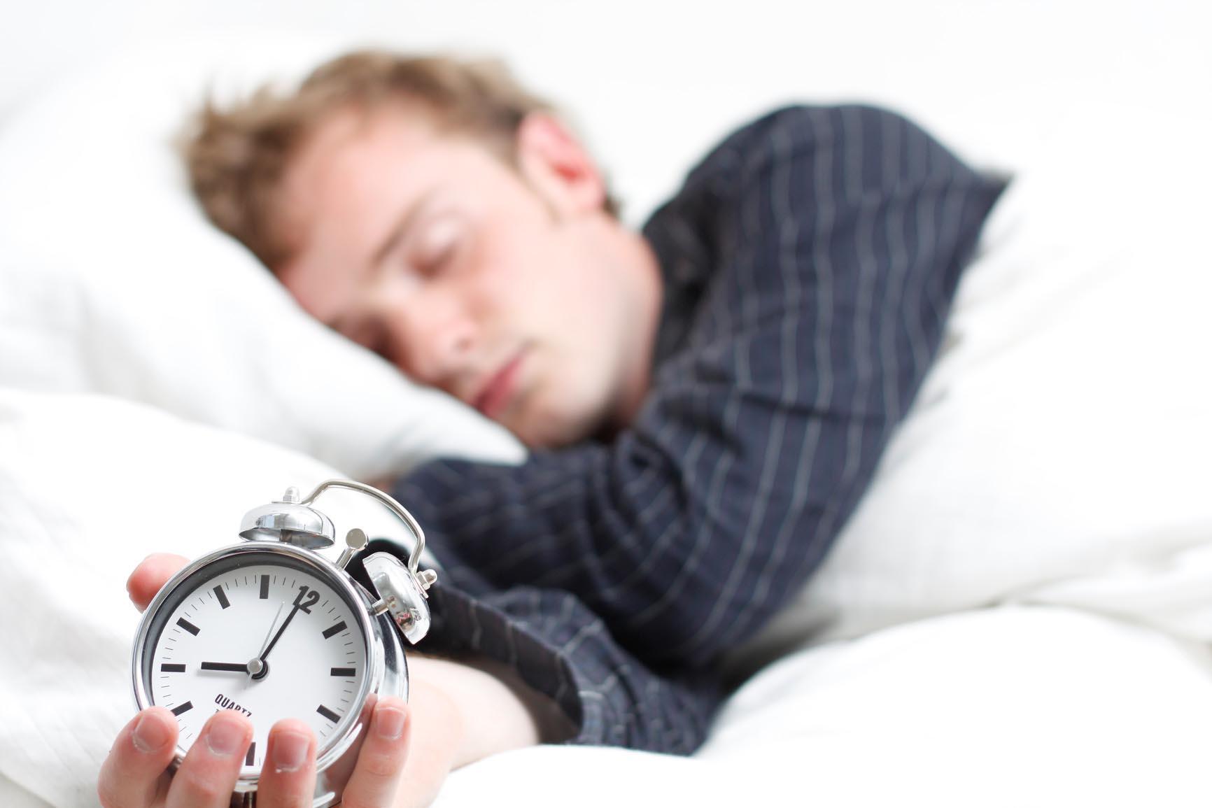 Këto janë 10 këshillat që ju ndihmojnë të çoheni herët në mëngjes