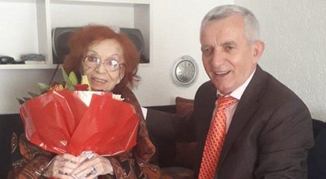 Ambasada e Shqipërisë në Kosovë nderon Nexhmije Pagarushën për 8 Mars