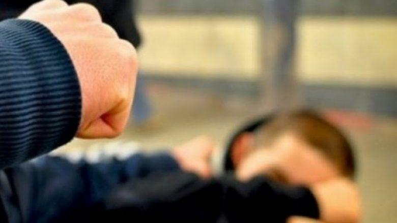 Obiliq: E rrahin pastaj e lënë në mes të rrugës