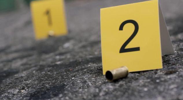 Mori revolen e të ëmës duke menduar se është lodër me ujë, 2-vjeçari qëlloi veten për vdekje