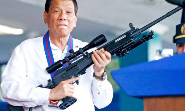 """Presidenti kontravers i Filipineve tregon që dikur ishte """"gay"""" por ja si u shërua"""