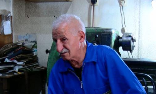 Kosovari kërkon makineritë e vjedhura nga serbët