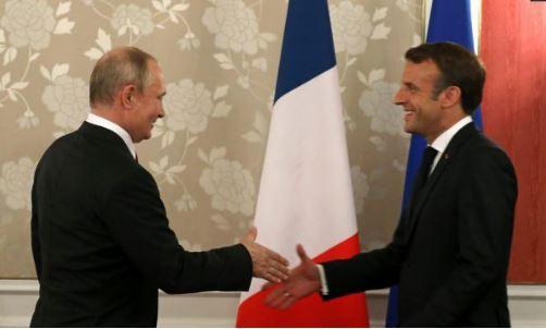 Macron ia përmend dhunën kundër protestuesve në Rusi, ja si ia kthen Putin