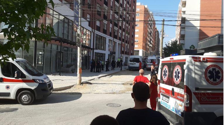 Një i vrarë e tre të plagosur rëndë në Lagjen e Spitalit, konfirmon QKUK-ja