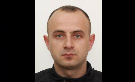 Adil Krasniqi është njëri prej grabitësve të bankës në Shtime