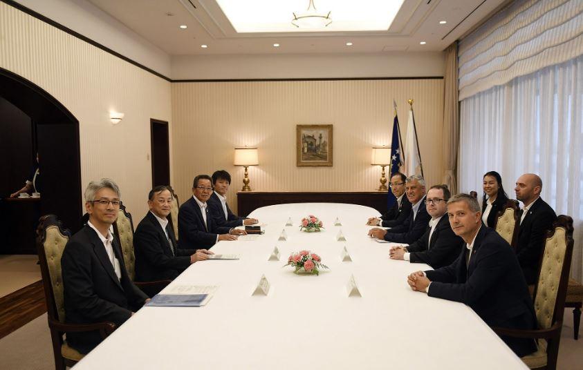 """Presidenti Thaçi i kërkon """"Toyotas"""" investime në Kosovë"""
