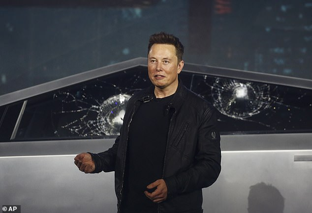 """Super makinës i thyhen xhamat në prezantim, ja dështimi i madh me """"bishën"""" (FOTO)"""