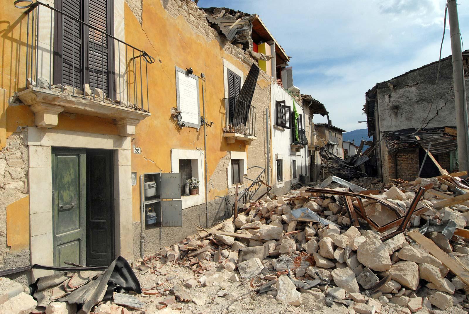 Tre tërmete në 30 minuta, panik dhe frikë në Itali