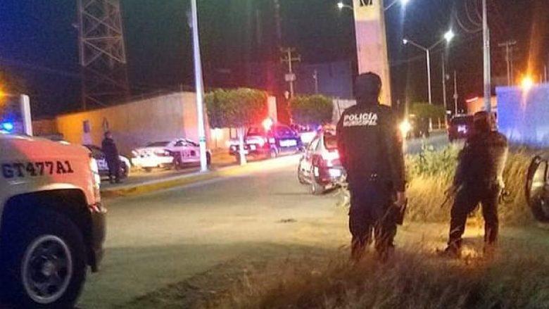 Mafia vret tre policë dhe rrëmben disa të tjerë