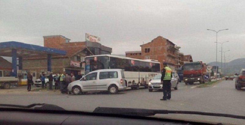 Aksident i rëndë: Autobusi përplaset me një veturë