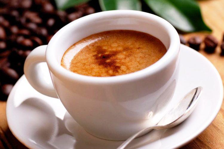 Si ndikon pirja e kafes te truri dhe humori